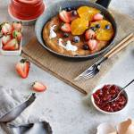 Proteinowy omlet z owocami