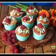 Mufinki z malinami i białą czekoladą