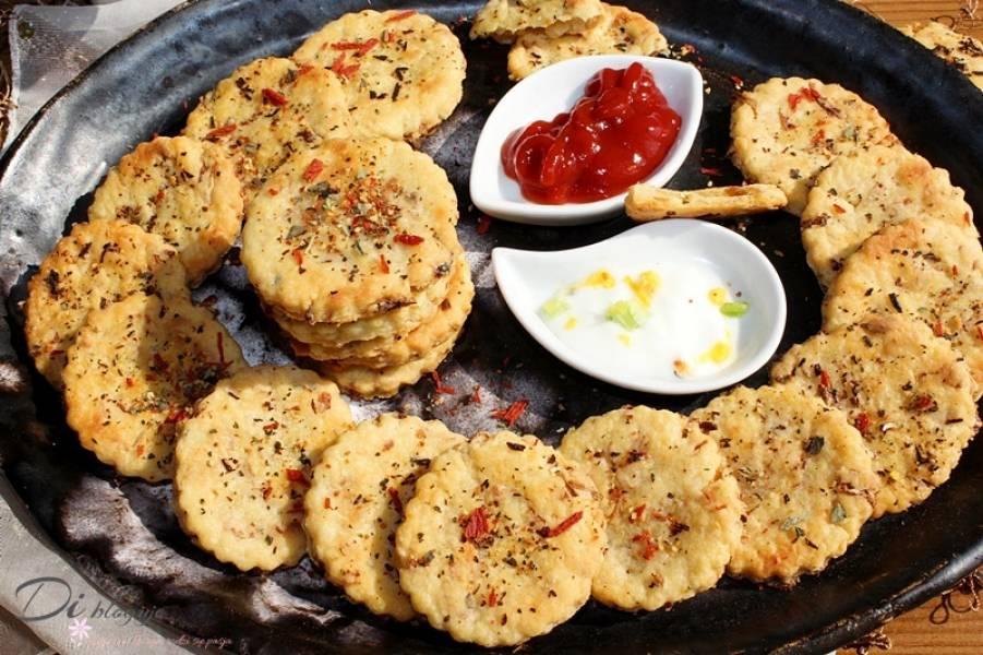 Ciasteczka serowo-cebulowe z serka topionego
