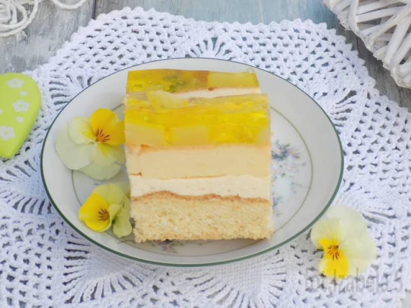 Ciasto z wkładką serową, kremem budyniowym i ananasem.