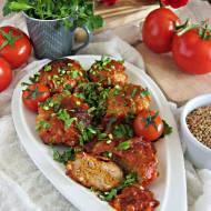Wołowe kotleciki z kaszą gryczaną z piekarnika w cebulowo pomidorowym sosie