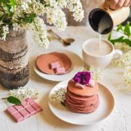 Zdrowe, różowe pancakes