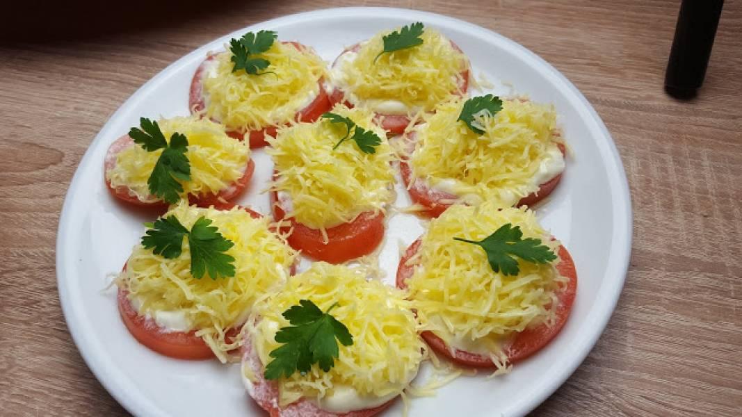 Pomidory z czosnkiem i serem-szybka przekąska