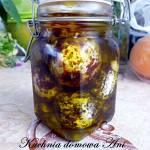 Kulki serowe lableh marynowane w oliwie i przyprawach