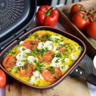 Frittata z pomidorami, serkiem fetą i szczypiorkiem