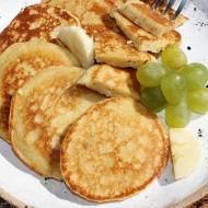 Placuszki z bananem, masłem orzechowym i kaszą manną (bez mąki i cukru)