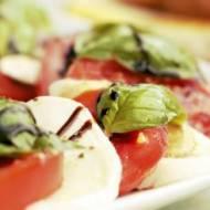 Sałatka z mozzarellą, pomidorami i octem balsamicznym