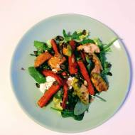 Sałatka z pieczonej marchewki i awokado