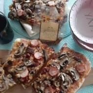 Idealna pizza z grillowanym mięsem