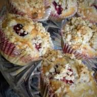 Muffiny orzechowe z rabarbarem