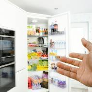 Czego nie wolno przechowywać w lodówce? Na pewno popełniasz kilka błędów!
