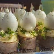 Jajeczka z białą kiełbasą