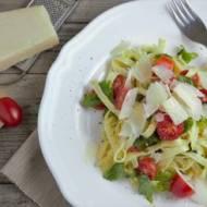Makaron z pomidorkami i parmezanem