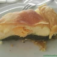 Tarta z ciasta typu francuskiego własnej roboty ze szpinakiem, twarogiem ricotta i żółtkami