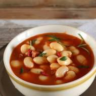 Zupa gulaszowa z białej fasoli i chorizo