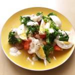 Sałatka z brokułem i jajkiem