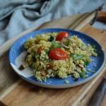 Salatka z kus kusu, pomidorkow i ziol, pachnaca orientem