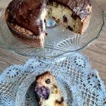 Ucierane ciasto z jeżynami i żurawiną