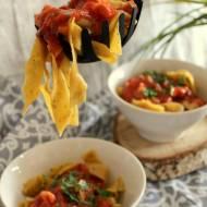 Fettuccine z sosem pomidorowym i boczkiem