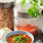 Zupa pomidorowa z cieciorką, soczewicą i kuminem