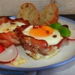 Jajka zapiekane w formie jak muffiny z szynką i serem