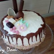 Tort wiosenny w stylu drip cake