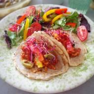 Tortille z mięsnym farszem i kolorowymi warzywami (Tortille con ragù di carne e verdure fresche)