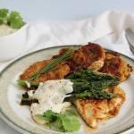Grillowane szparagi, kurczak i placuszki ziemniaczane
