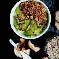 Ekspresowe śniadanie- Orkiszowe płatki z musem jabłkowym i awokado (vege)