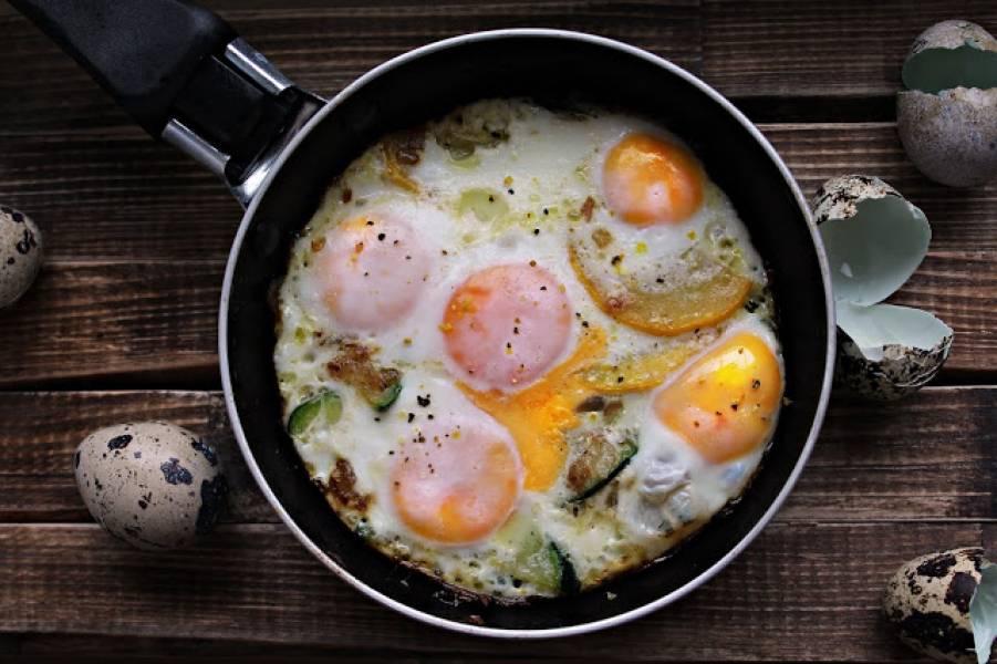 cukinia i jaja przepiórcze