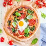 Pizza ze szpinakiem i jajkiem