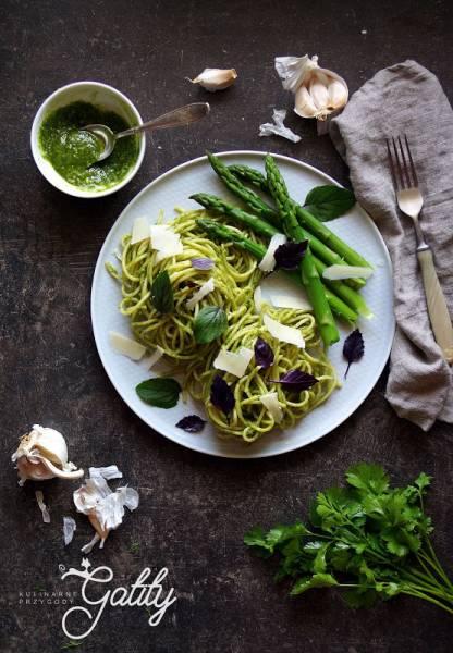 Zielone spaghetti ze szparagami