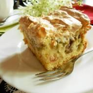Ciasto rabarbarowe z bezą i płatkami migdałowymi