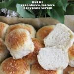 Bułki czosnkowo-ziołowe posypane serem