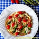 Omlet ze szparagami, mozzarellą i szynką parmeńską