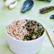 Ekspresowy makaron ze smażonymi warzywami