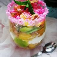 Owocowy puchar z ananasem,kiwi i płatkami pełnoziarnistymi