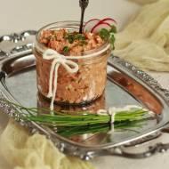Pasta z wędzonej makreli z jajkiem, rzodkiewką i szczypiorkiem