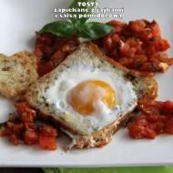 Tosty zapiekane z jajkami i salsą pomidorową