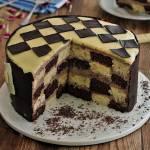 Tort szachownica z kremem budyniowym