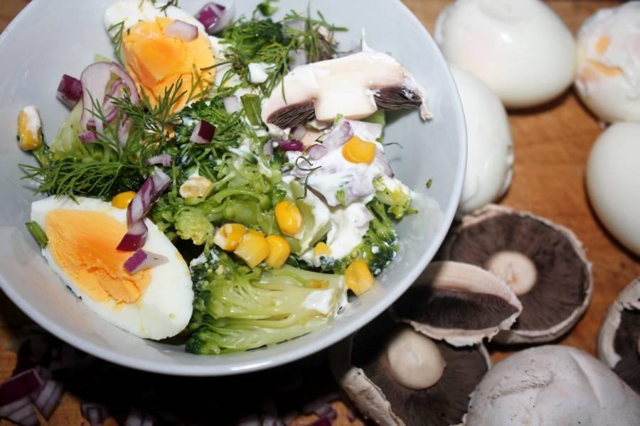 Sałatka brokułowo pieczarkowa , prosta i zdrowa