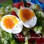 Sałatka z jajkiem na miękko