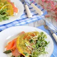 Omlet z łososiem i szparagami