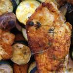 Pieczone filety z indyka z cukinią, batatami i pieczarkami