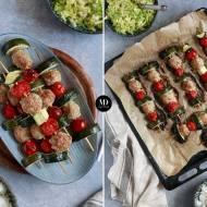 Szaszłyki z pulpetami z indyka, cukinią i pomidorkami