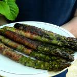 Szparagi z grilla z boczkiem