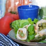 Roladki drobiowe ze szparagami i łososiem pod cytrynowym majonezem
