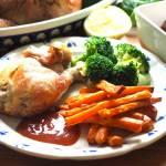 Kurczak pieczony z czosnkiem i ziołami.