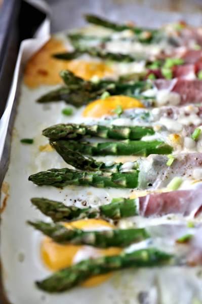Pieczone zielone szparagi na śniadanie