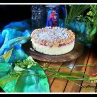 Sernik z malinami i migdałową kruszonką